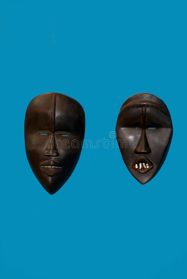 Dos máscaras de África imagenes de archivo