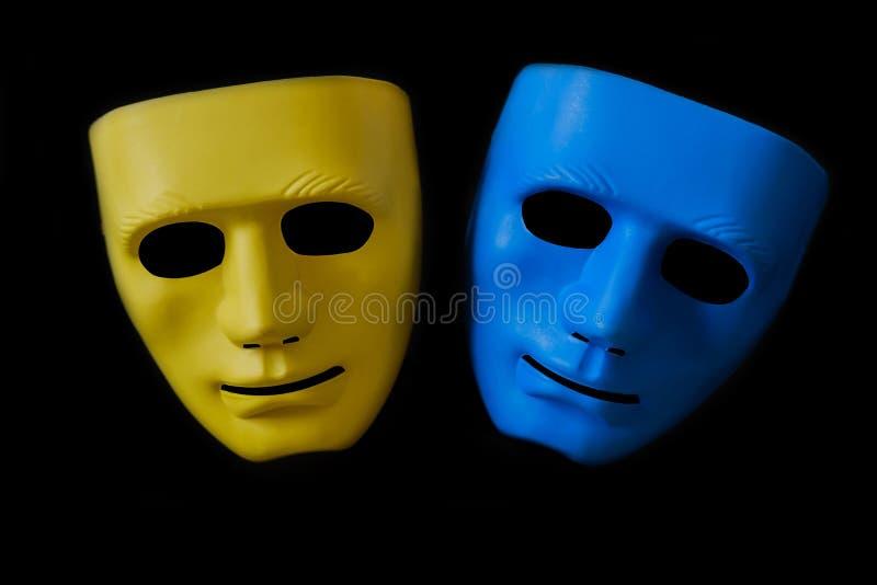 Dos máscaras en negro imagenes de archivo