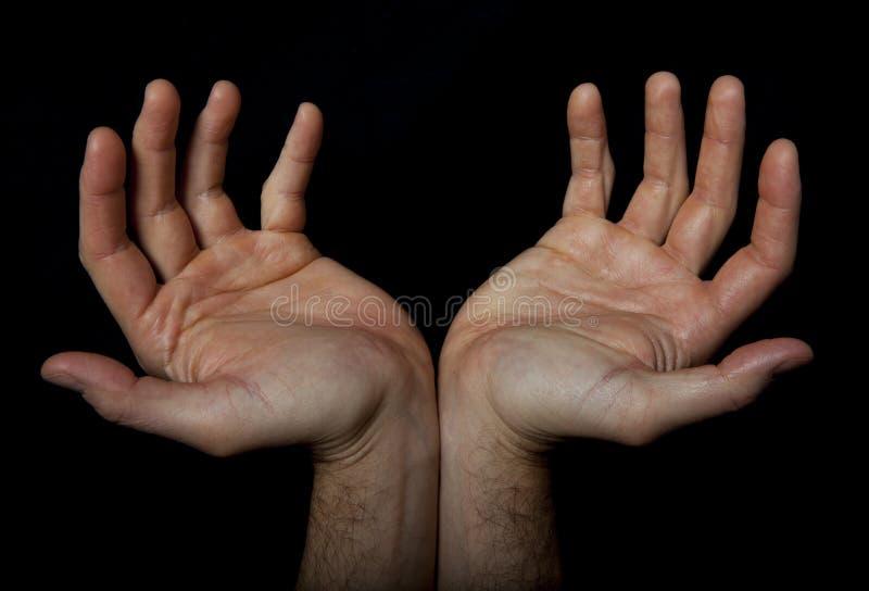 Dos manos dan la bienvenida algo Rezo llamada fotografía de archivo libre de regalías