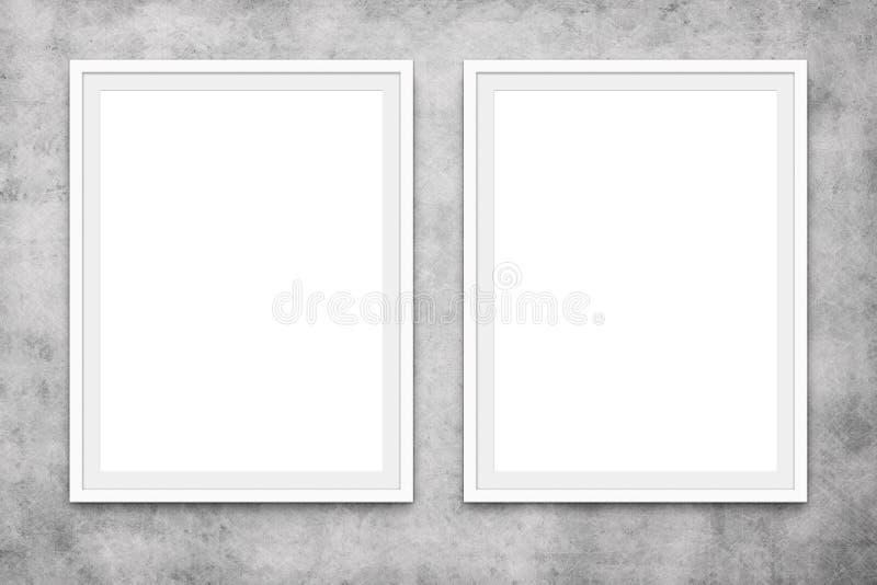Dos marcos en blanco que cuelgan en el muro de cemento, maqueta fotografía de archivo libre de regalías