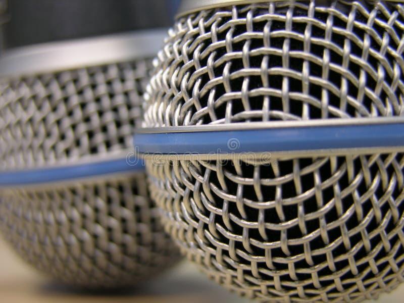 Dos micrófonos imagenes de archivo