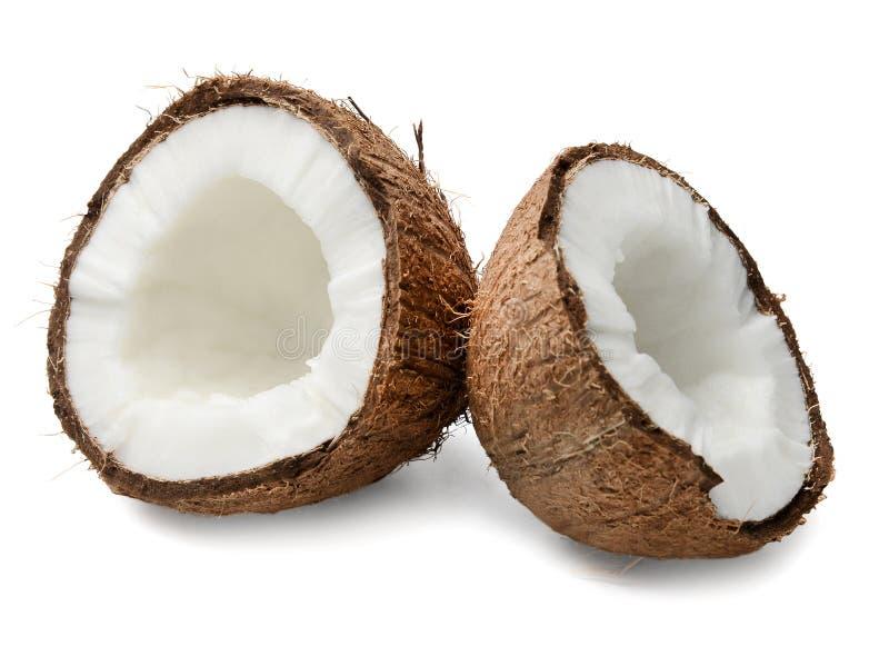 Dos mitades del coco tajado Primer Fondo aislado blanco foto de archivo