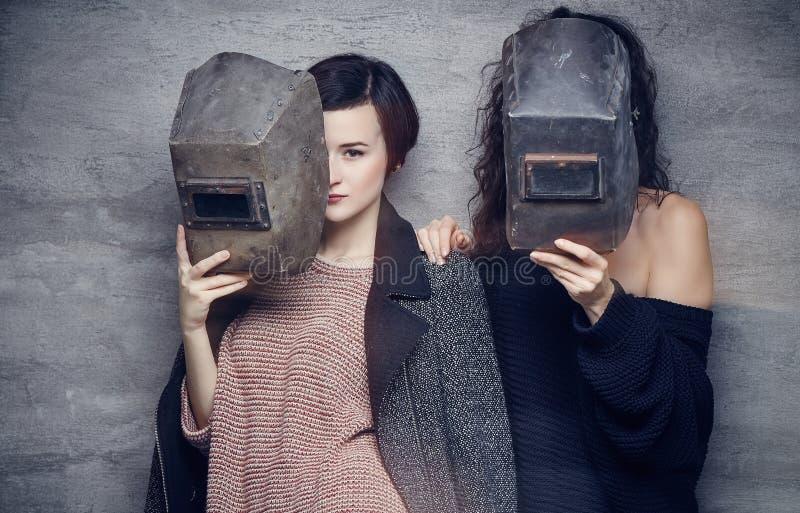 Dos momen en máscaras de un soldador imagen de archivo libre de regalías