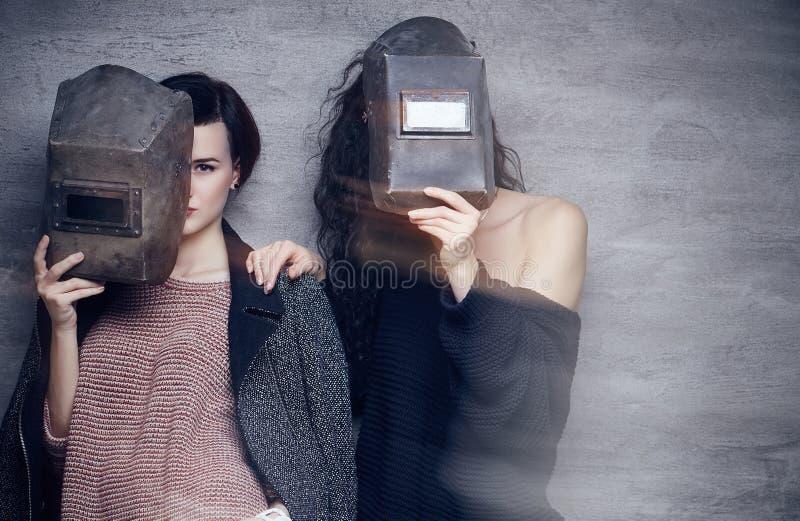 Dos momen en máscaras de un soldador fotografía de archivo libre de regalías