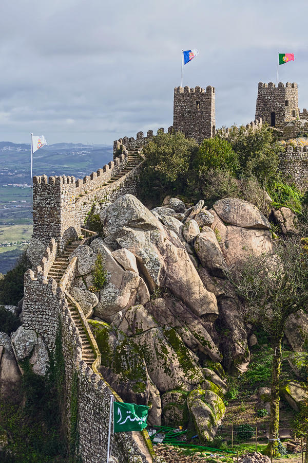 El castillo del amarra, Sintra, señal de Portugal foto de archivo