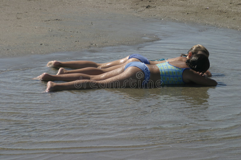 Download Dos muchachas foto de archivo. Imagen de playa, bathing - 75304