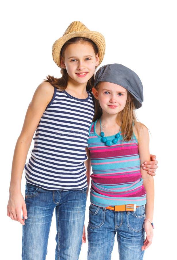 Dos muchachas deportivas hermosas jovenes fotos de archivo