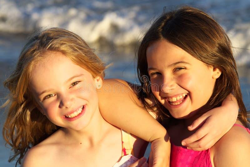 Dos muchachas hermosas fotografía de archivo