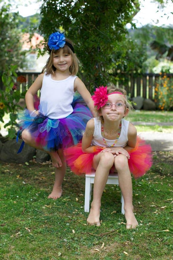 Dos muchachas que llevan los tutúes. foto de archivo libre de regalías
