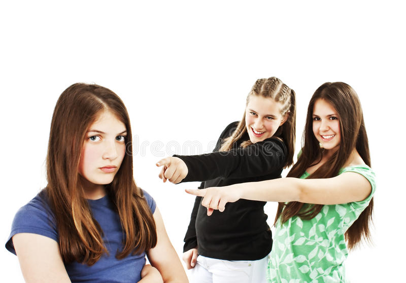 Dos muchachas que se ríen de una muchacha foto de archivo libre de regalías