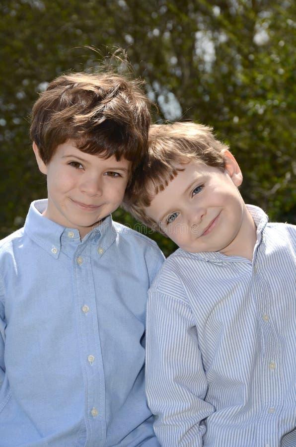 Dos muchachos fotografía de archivo libre de regalías