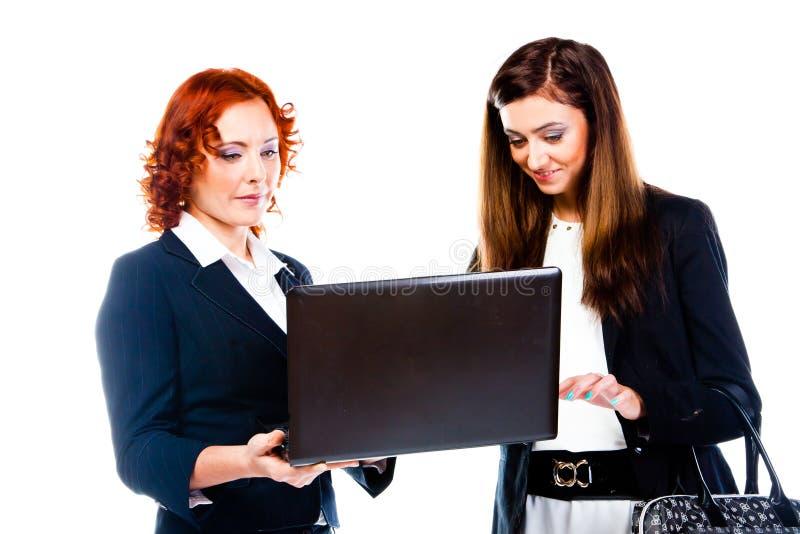 Dos mujeres de negocios imagenes de archivo