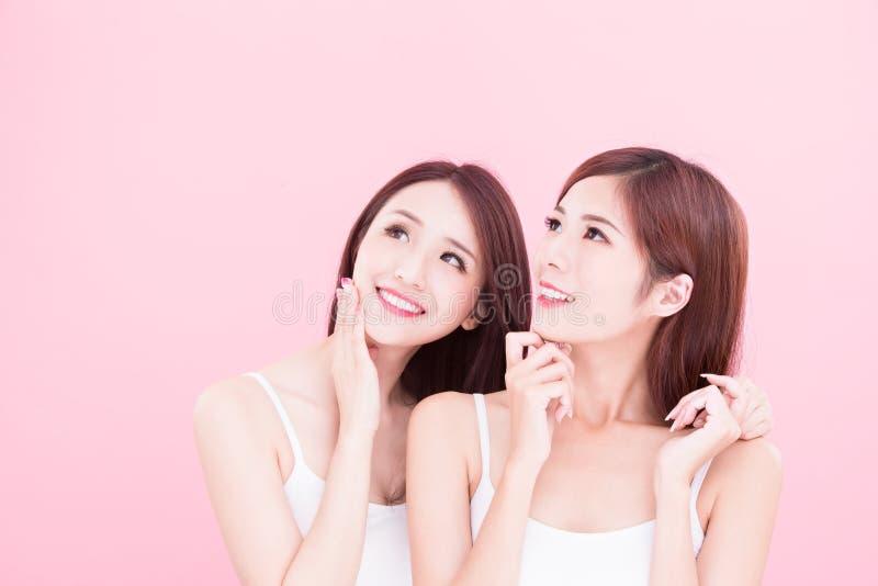 Dos mujeres del skincare de la belleza foto de archivo