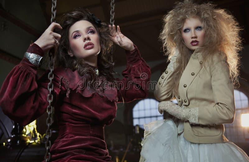 Dos mujeres encantadoras imagen de archivo libre de regalías
