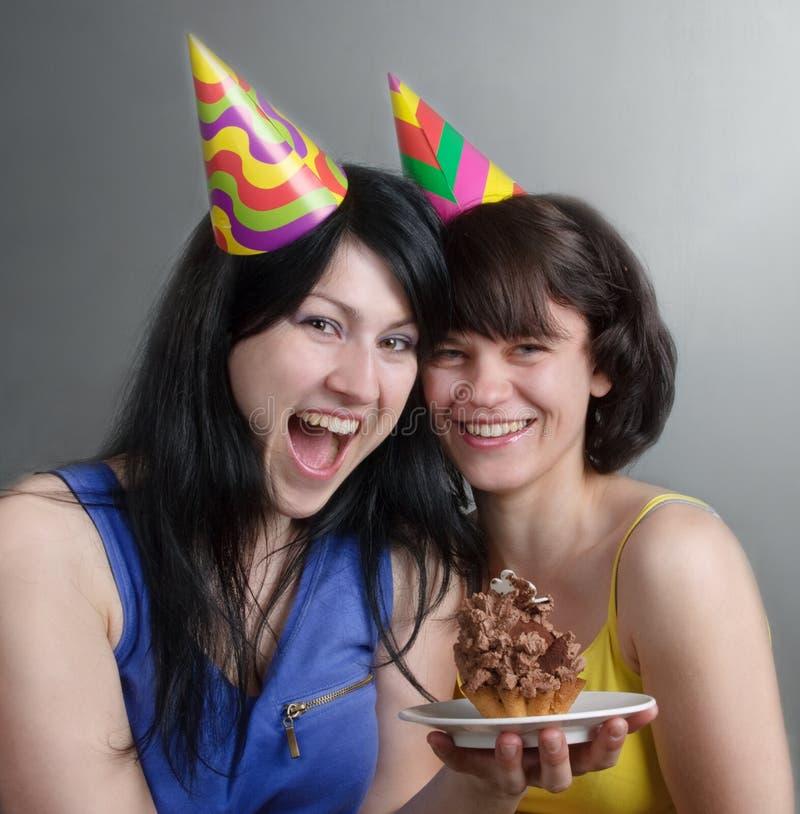 Dos mujeres jovenes felices imágenes de archivo libres de regalías