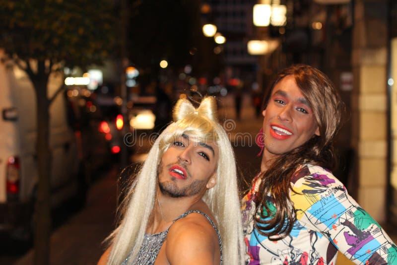 Dos mujeres magníficas del transexual en la noche fotografía de archivo libre de regalías