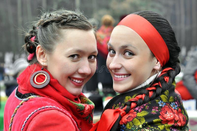 Dos mujeres ucranianas jovenes fotos de archivo libres de regalías