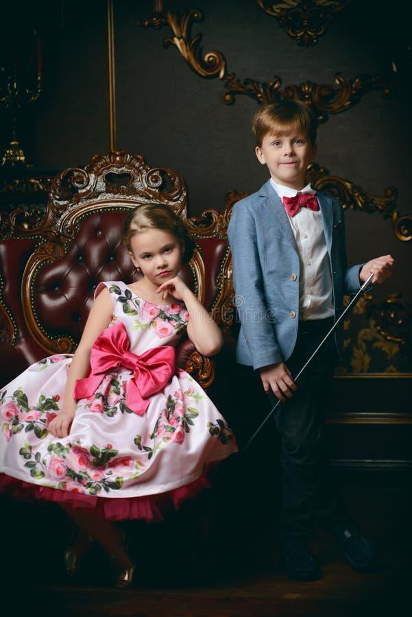 Dos niños lindos fotos de archivo libres de regalías