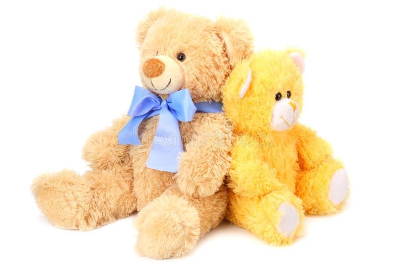 Dos osos de peluche del juguete aislados en el fondo blanco imagenes de archivo