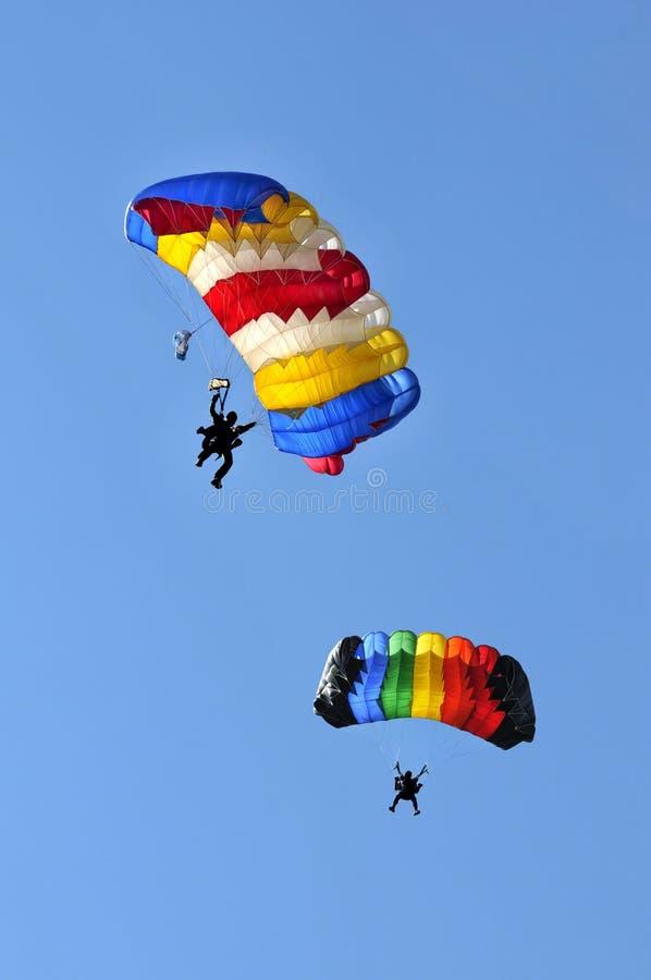 Dos paracaídas imagen de archivo