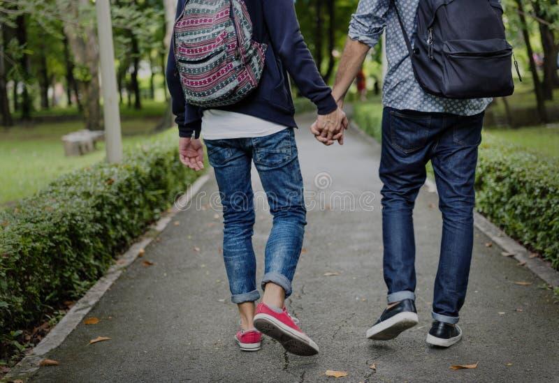 Dos pares do amor conceito alegre fora imagens de stock royalty free
