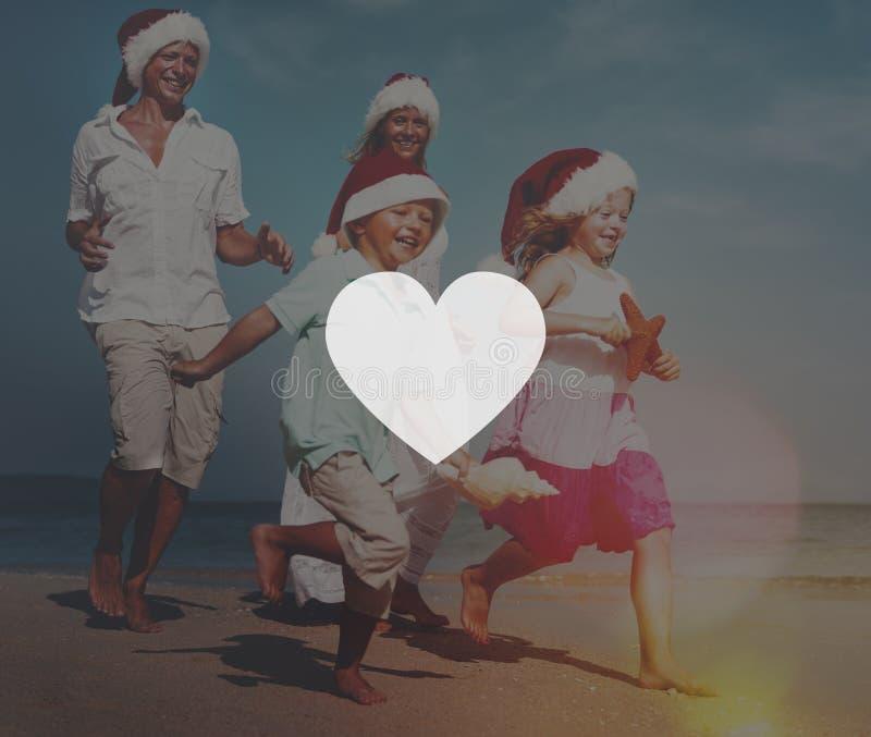 Dos pares que se relajan en la playa imágenes de archivo libres de regalías