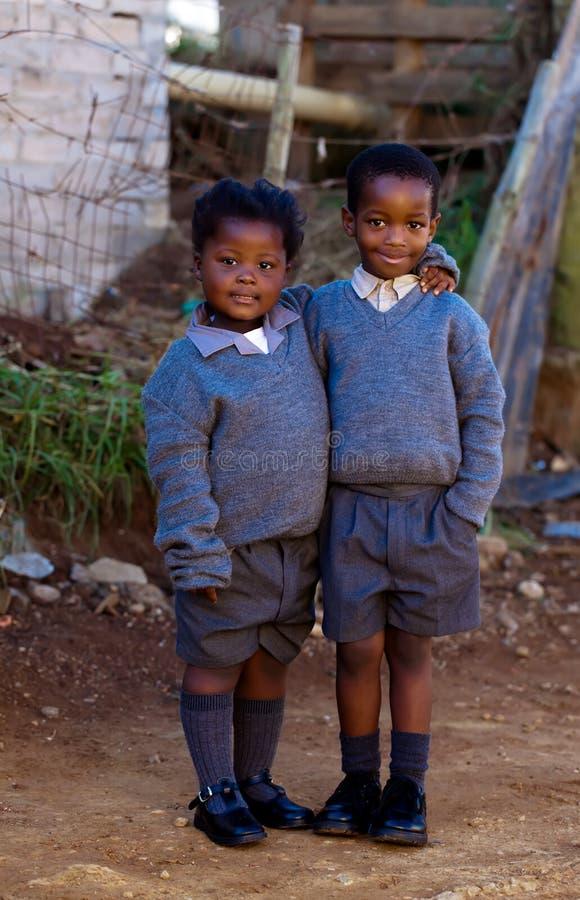Dos pequeños estudiantes fotos de archivo
