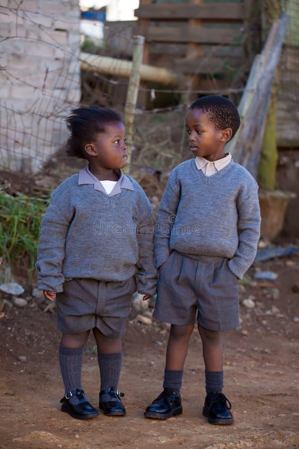 Dos pequeños estudiantes fotos de archivo libres de regalías