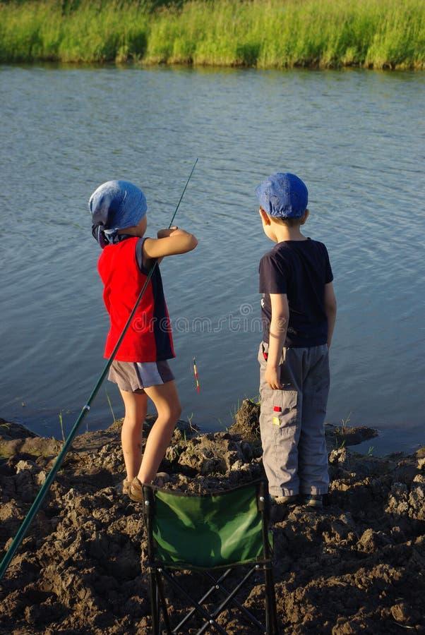 Dos pequeños pescadores fotografía de archivo libre de regalías