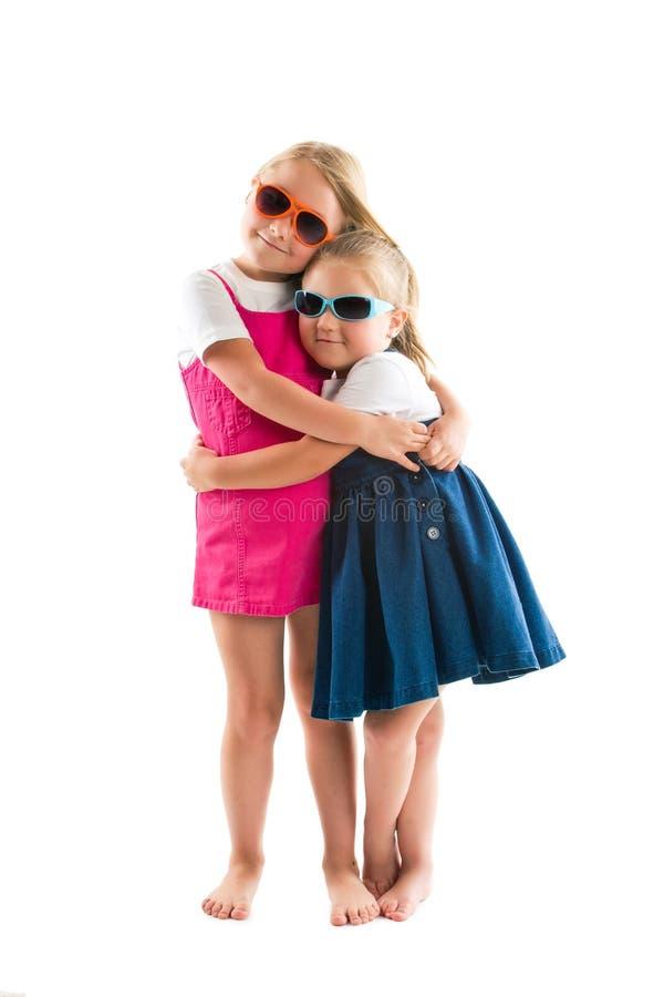 Download Dos Peque?as Hermanas Felices Foto de archivo - Imagen de emoción, hermoso: 41919164
