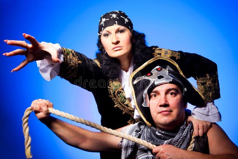 Dos piratas en azul foto de archivo