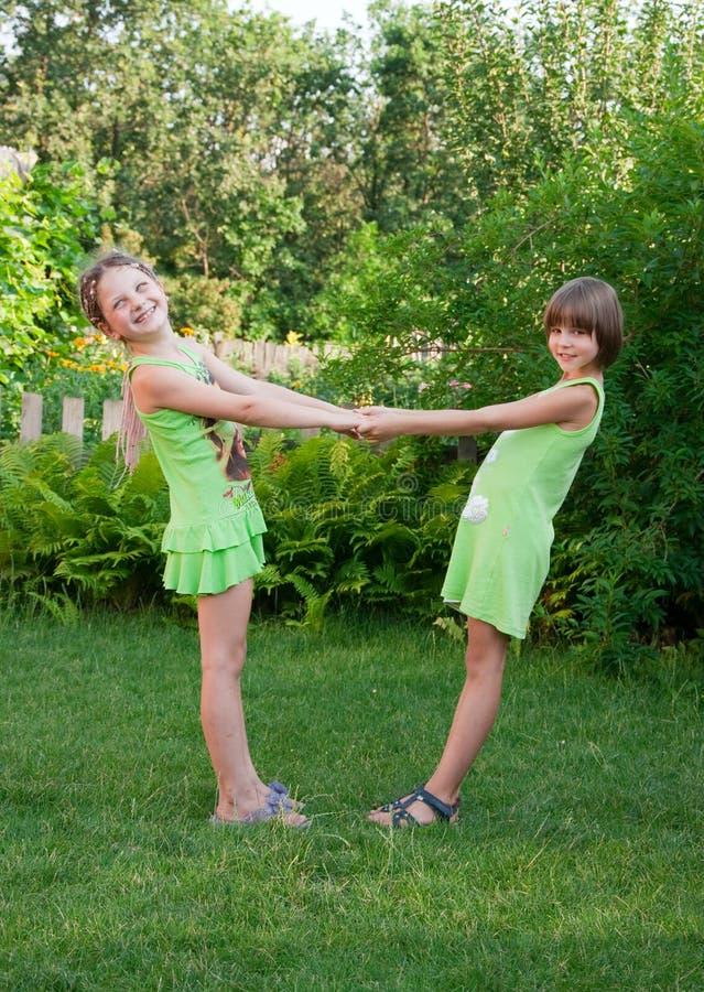 Dos poca muchacha de baile imagen de archivo libre de regalías