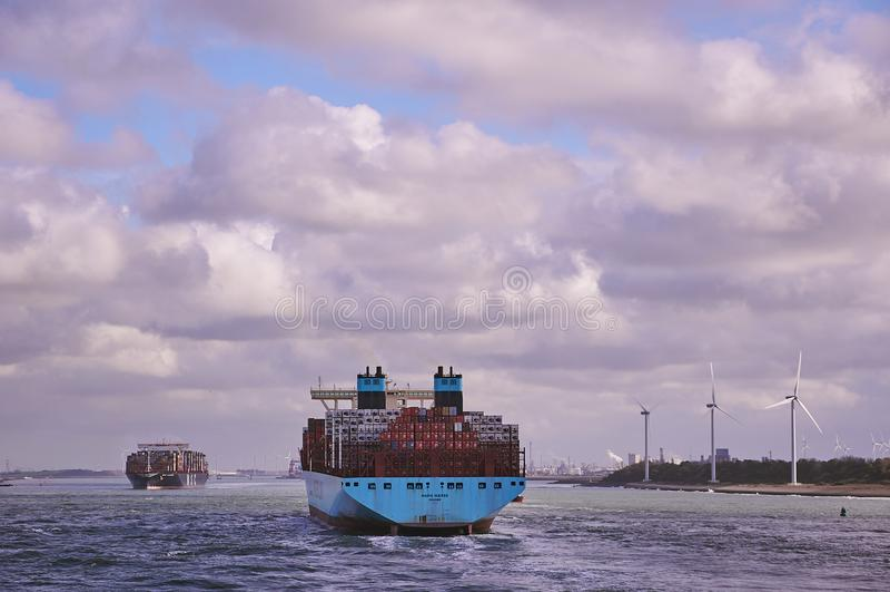 Dos portacontenedores grandes en el canal de Rotterdam fotografía de archivo libre de regalías