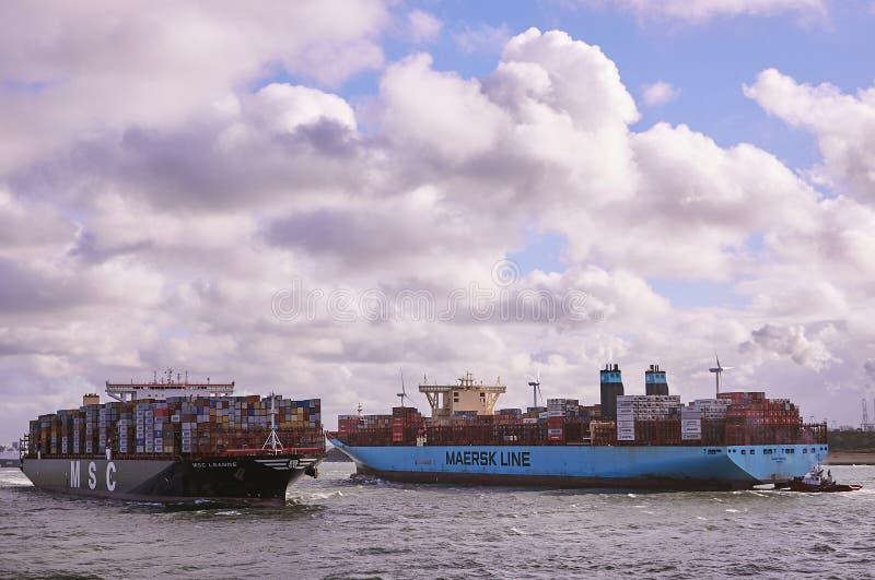 Dos portacontenedores grandes en el canal de Rotterdam imagenes de archivo