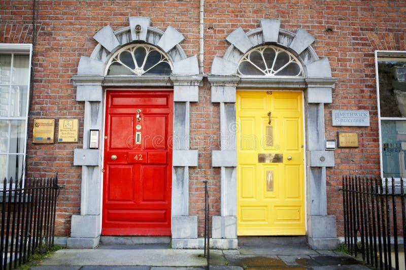 Dos puertas en el edificio de ladrillo imagen de archivo libre de regalías