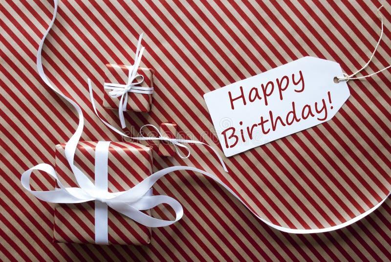 Dos regalos con la etiqueta, mandan un SMS a feliz cumpleaños foto de archivo