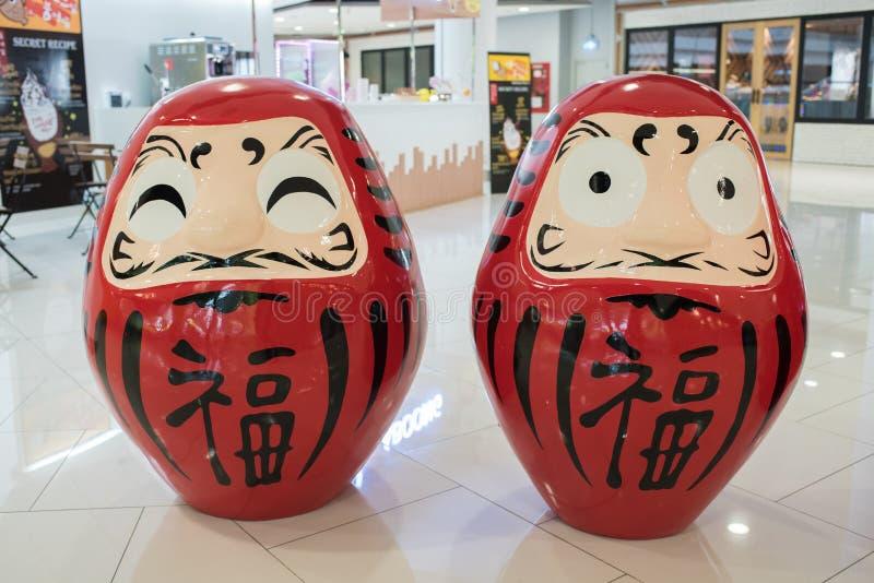 Download Dos Rojo Okiagari Daruma En Los Grandes Almacenes De Ekamai De La Entrada Fotografía editorial - Imagen de templo, asiático: 64206292