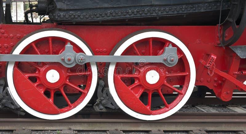 Dos ruedas locomotoras de color rojo fotografía de archivo
