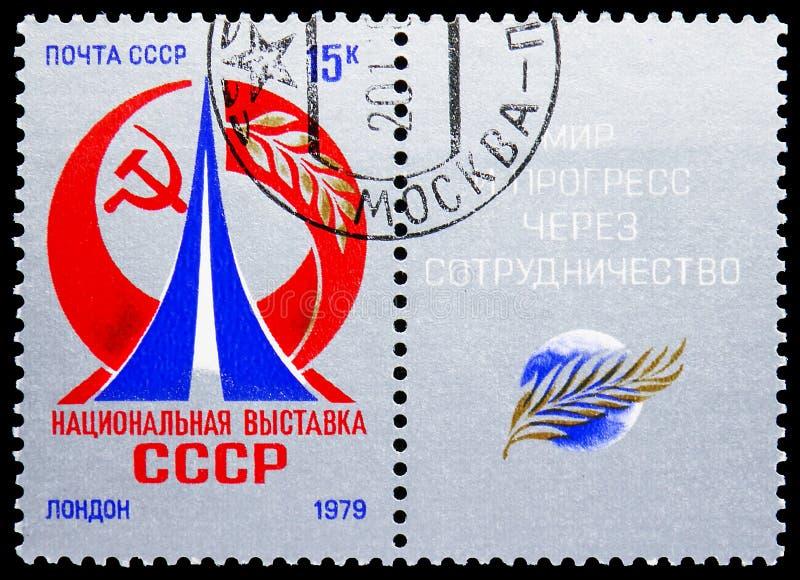 Dos sellos impresos en Unión Soviética URSS muestran la exposición de URSS en Londres, serie, circa 1979 imagen de archivo