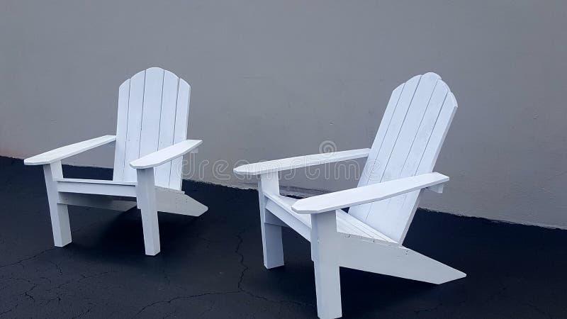 Dos sillas de Adirondack foto de archivo