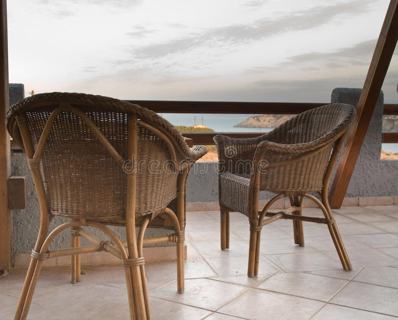 Dos sillas de mimbre. imágenes de archivo libres de regalías