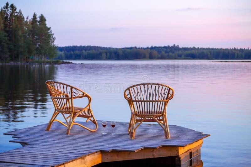 Dos sillas en muelle foto de archivo libre de regalías