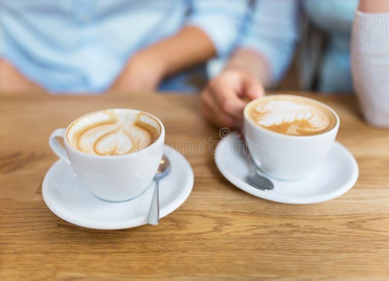 Dos tazas de café imagenes de archivo