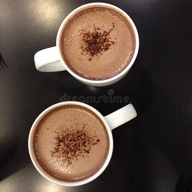Dos tazas de chocolate caliente fotos de archivo libres de regalías