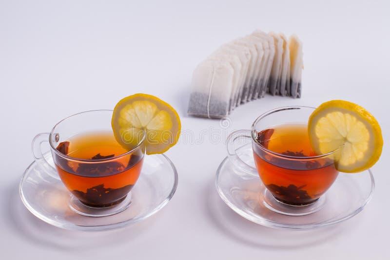 Dos tazas de té negro fotos de archivo libres de regalías
