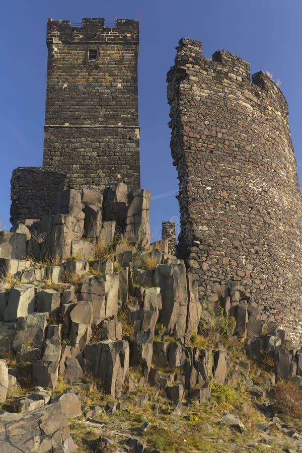 Dos torres de Hazmburk nombrado castillo foto de archivo libre de regalías