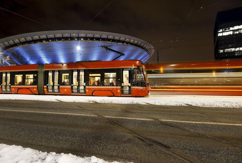 Dos tranvías de la noche Invierno fotografía de archivo libre de regalías