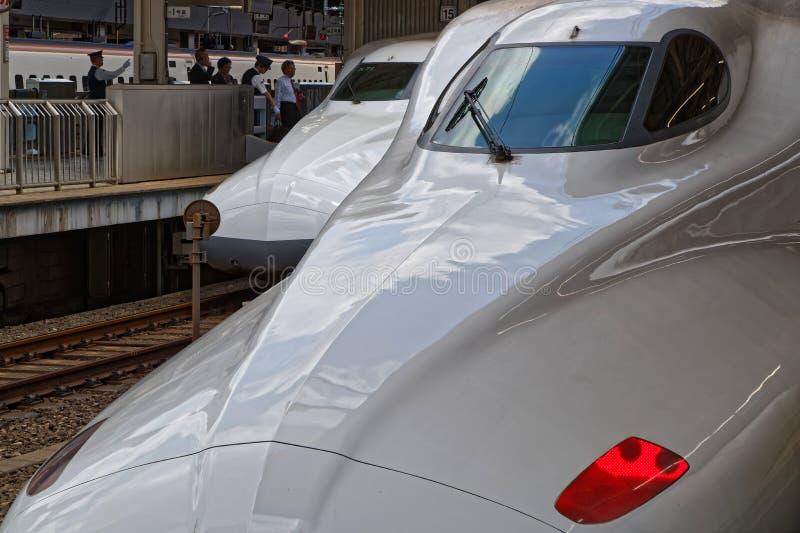 Dos trenes de alta velocidad de Shinkansen en la estación fotos de archivo libres de regalías