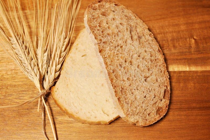 Dos un del queso de cerdo del cereal sanos panes de la rebanada, y otro blanco imagen de archivo