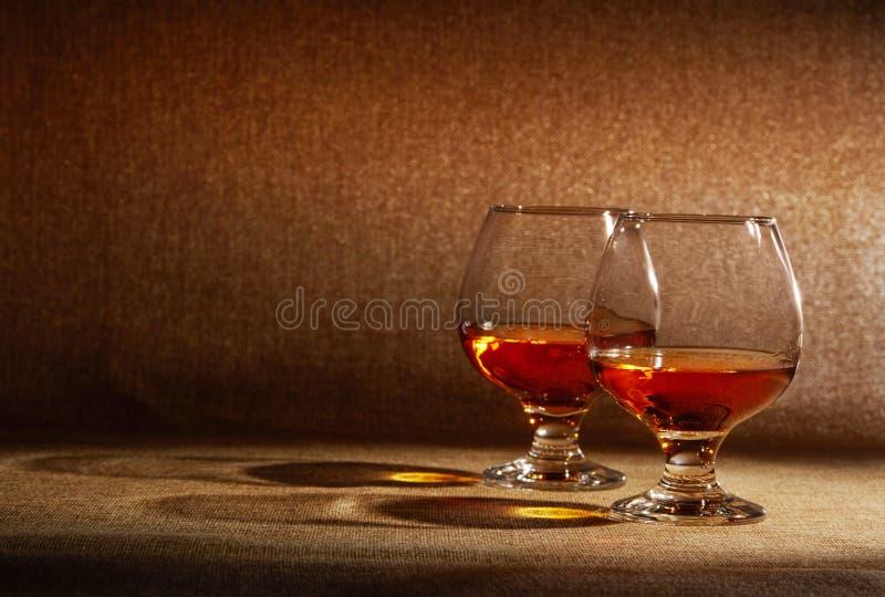 Dos vasos de cognac imágenes de archivo libres de regalías